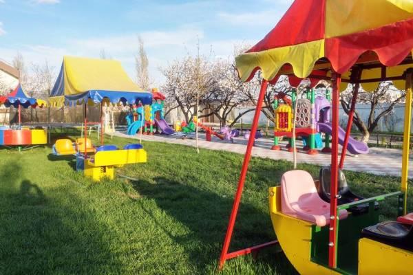 Cottage 's playground