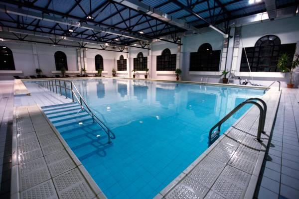 TRIPLE ROOM / pool